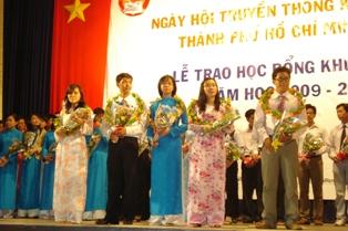 Học bổng 1&1 là một trong những hoạt động nổi bật của HKH TPHCM